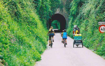 Pedaladas guiadas por la vía verde del Plazaola